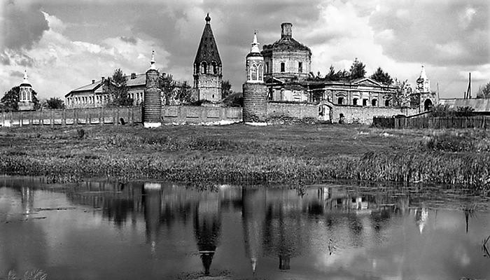 Бобренев монастырь (1991–1998). Былое и думы